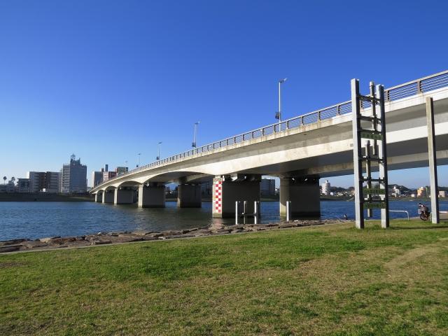 【バス釣り】「橋脚」の狙い方と攻略ポイントまとめ